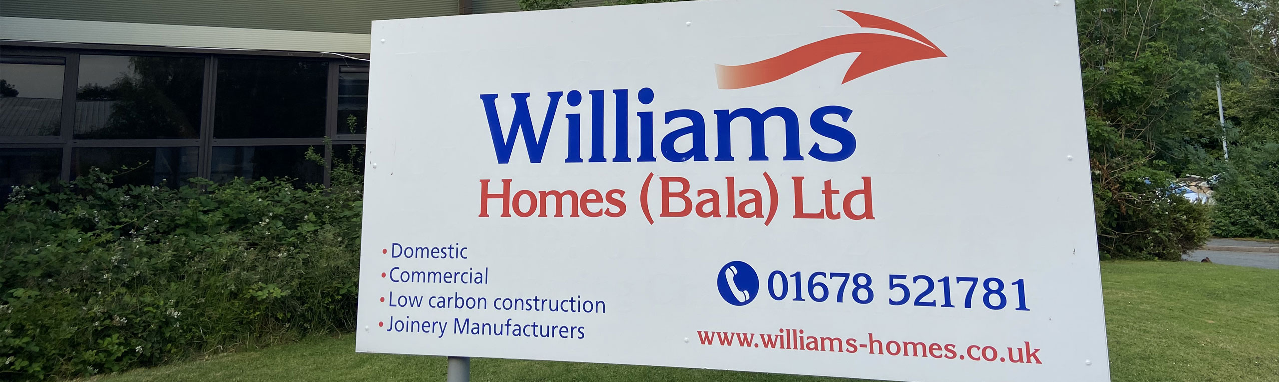 Arwydd Williams Homes Bala Ltd